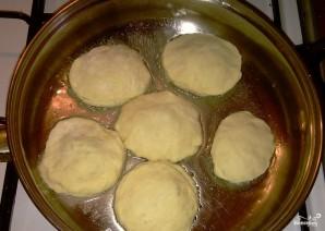 Пирожки со щавелем из дрожжевого теста - фото шаг 3
