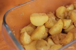Запеченный картофель в микроволновке (за 10 минут) - фото шаг 3