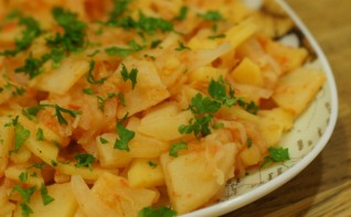 Тушеная кислая капуста с картошкой - фото шаг 7