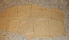 Пирожки из слоеного теста с грибами и картошкой - фото шаг 8