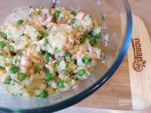 Биточки из картофеля, лосося и зеленого горошка - фото шаг 7