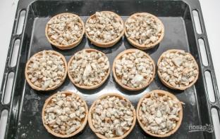 Тарталетки с сыром и грибами - фото шаг 5