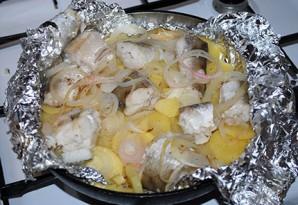 Рыба с картошкой в фольге - фото шаг 7