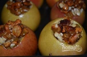 Фаршированные яблоки с медом - фото шаг 5