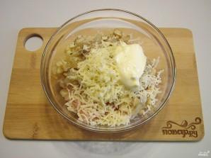 Фаршированные шампиньоны в духовке с сыром - фото шаг 6