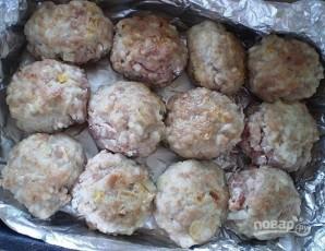 Тефтели, запеченные в духовке в сметанном соусе - фото шаг 7