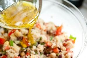 Салат с квиноа, бараньим горохом и помидорами - фото шаг 6