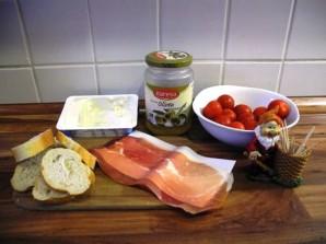 Тапас с помидором - фото шаг 1