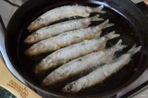 Мойва, жаренная на сковороде - фото шаг 4