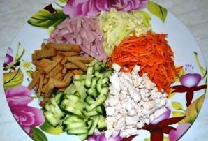 Салат горками на блюде - фото шаг 5