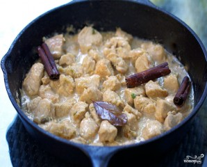 Тушеная индейка в сметанном соусе - фото шаг 2