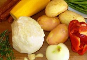 Овощное рагу с охотничьими колбасками - фото шаг 1