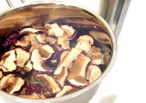 Сушеные грибы в горшочках - фото шаг 1