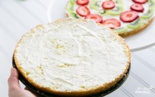 Бисквитный торт с фруктами и творожным кремом - фото шаг 12