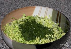 Салат с пекинской капустой и яйцами - фото шаг 2