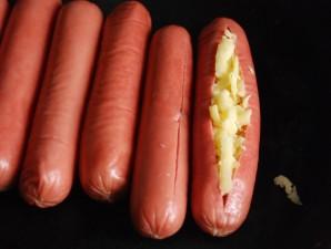 Сосиски, запеченные с сыром - фото шаг 2