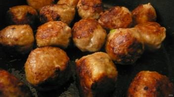 Фрикадельки из индейки в сливочном соусе - фото шаг 5