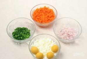 """Салат """"Мимоза"""" с рисом и сыром - фото шаг 2"""