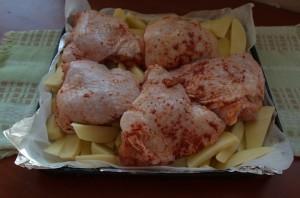Окорочка в духовке с картошкой - фото шаг 3