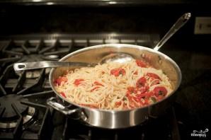 Паста с помидорами и чесноком - фото шаг 10