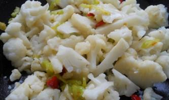 Цветная капуста с яйцом на сковороде - фото шаг 2