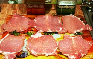 Рулетики из свинины, запеченные в духовке - фото шаг 3
