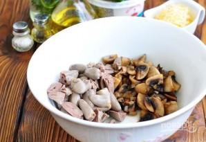 Салат из куриных сердечек с грибами и сыром - фото шаг 3