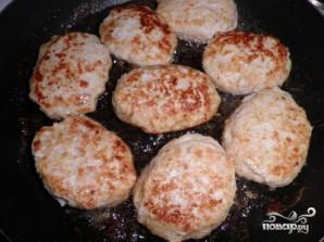 Куриные котлеты на сковороде - фото шаг 4