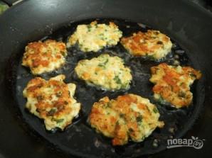 Куриные оладьи с сыром и зеленью - фото шаг 8