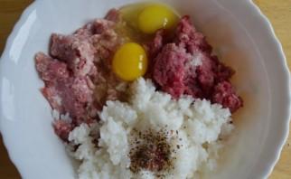 Тефтели из свинины с рисом - фото шаг 1