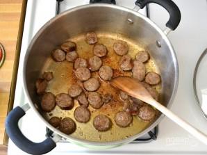 Макароны с сосисками и грибами в томатном соусе - фото шаг 3