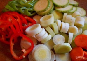 Мидии, тушенные с овощами - фото шаг 2