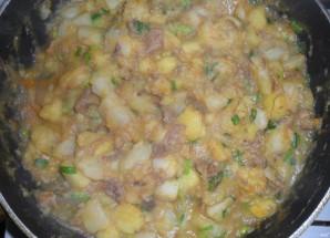 Тушенка с картошкой - фото шаг 4