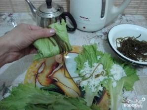 Голубцы с креветками в листьях салата и морской капусте - фото шаг 5