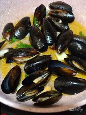 Черная паста с морепродуктами - фото шаг 5