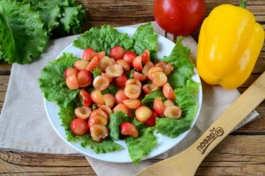Салат с черешней и курицей - фото шаг 3