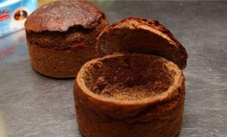 Холодный суп из редиса в черном хлебе - фото шаг 5