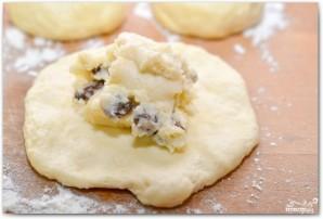 Пирожки с творогом и изюмом - фото шаг 18