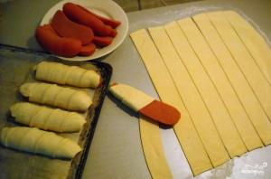 Сардельки в тесте в духовке - фото шаг 2