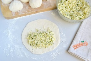 Вкусные кутабы с сыром и зеленью - фото шаг 7