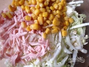 Салат из пекинской капусты и кукурузы - фото шаг 3