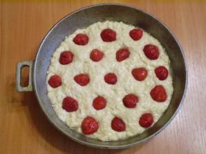 Клубничный пирог на кефире - фото шаг 7
