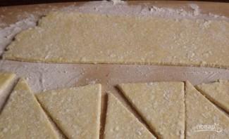 Творожные рогалики с повидлом - фото шаг 4