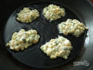 Куриные оладьи с сыром и зеленью - фото шаг 7