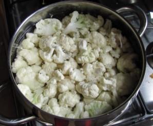 Цветная капуста в сырном соусе - фото шаг 1