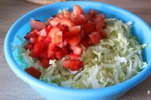 Салат с крабовыми палочками и перепелиными яйцами - фото шаг 2