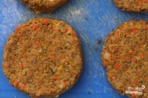 Гамбургеры с котлетами из чечевицы, овощей и сыра - фото шаг 3