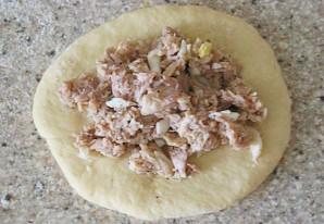 Пирожки с курицей и яйцом - фото шаг 2