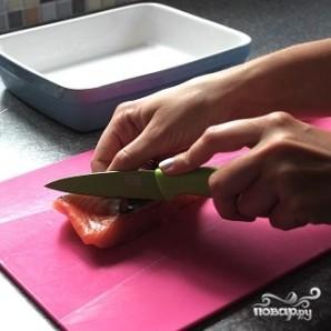 Салат с жареным лососем - фото шаг 1