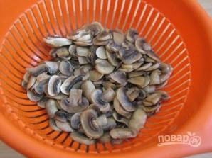 Пирог-перевертыш с грибами, фаршем и рисом - фото шаг 3